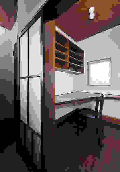 Ruang Studi/Kantor Modern Oleh デザイン・ラボ 一級建築士事務所 Modern