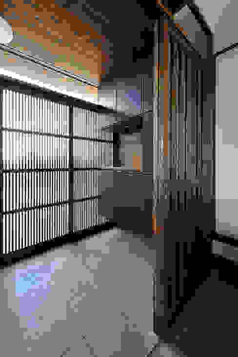 Koridor & Tangga Modern Oleh デザイン・ラボ 一級建築士事務所 Modern