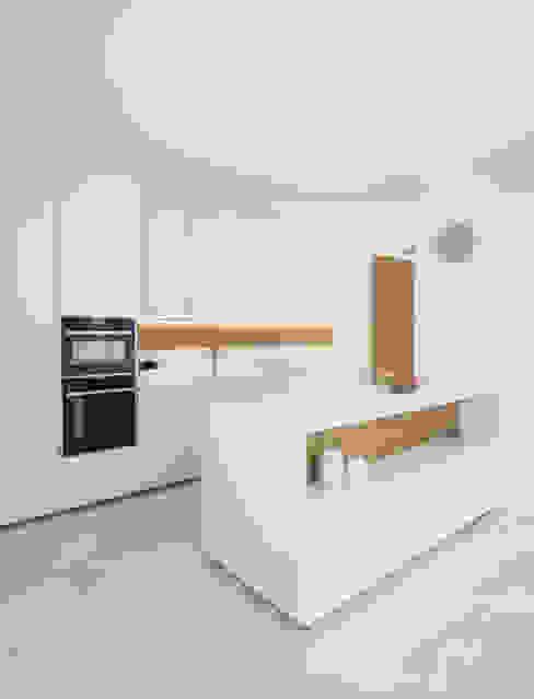 Nhà bếp phong cách hiện đại bởi Didonè Comacchio Architects Hiện đại