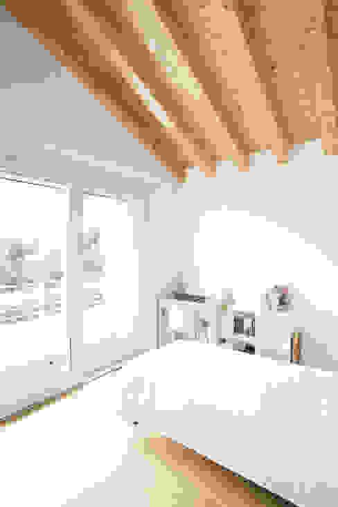 Phòng ngủ phong cách hiện đại bởi Didonè Comacchio Architects Hiện đại