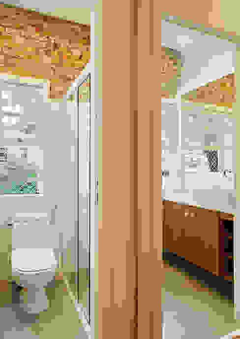 Baños de estilo moderno de ODVO Arquitetura e Urbanismo Moderno