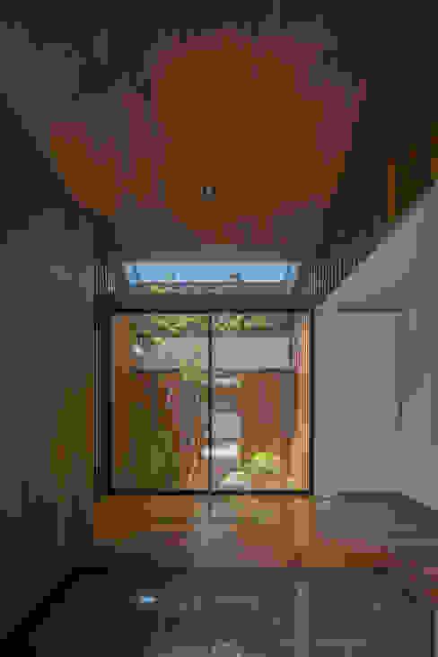 玄関 モダンスタイルの 玄関&廊下&階段 の 武藤圭太郎建築設計事務所 モダン