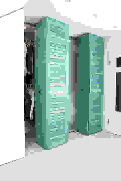 Tiefe Nischen sinnvoll nutzen Moderne Schlafzimmer von raumwerk-tischlerei gmbh Modern