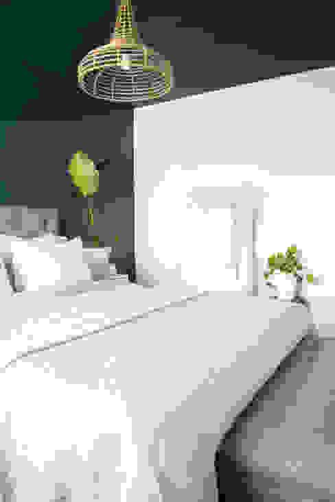 Licetto in de kleur Steel Blue en Silk White Pure & Original Scandinavische slaapkamers