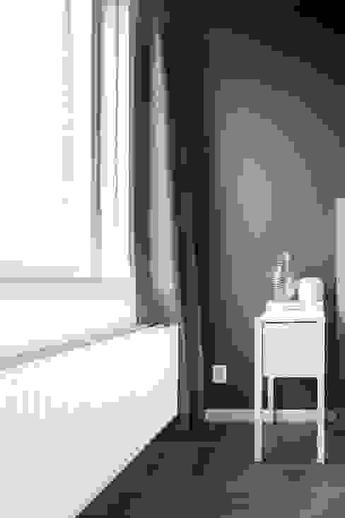 Licetto Steel Blue en Silk White; en Traditional Paint lak op waterbasis in de kleur Silk White Pure & Original Scandinavische slaapkamers