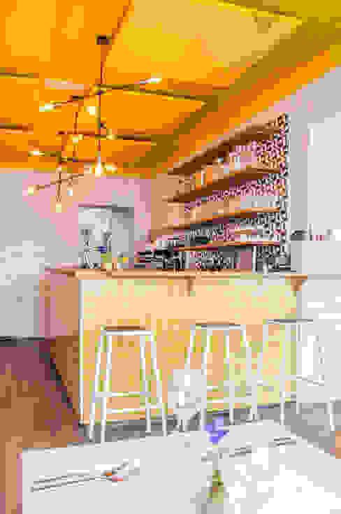 現代廚房設計點子、靈感&圖片 根據 Pure & Original 現代風