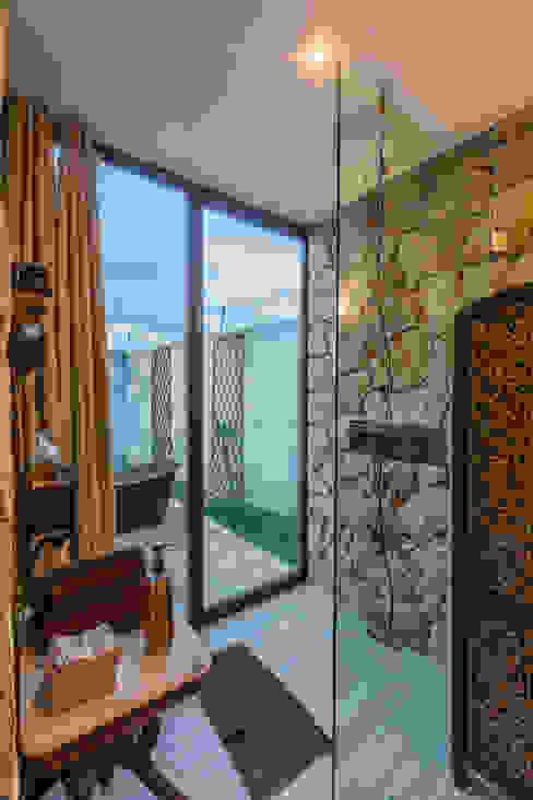 Mediterranean style bathrooms by Cetina y Ancona Arquitectos Mediterranean
