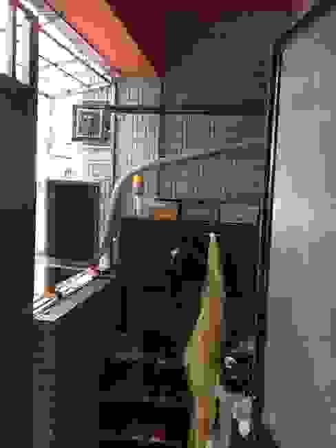 Balkon, Beranda & Teras Modern Oleh 耘州室內裝修有限公司 Modern
