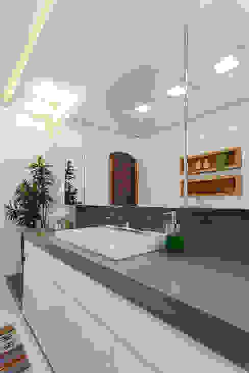 Baños de estilo moderno de Escritorio de Arquitetura Karina Garcia Moderno