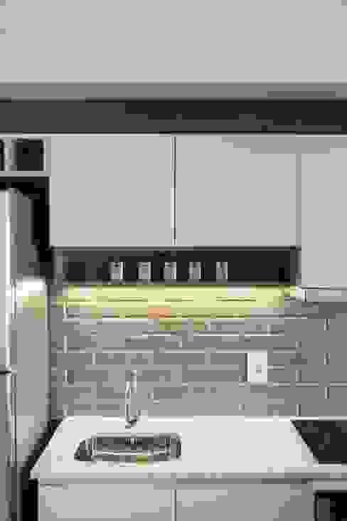 Apartamento Trend 24 por Studio Cinque Moderno Azulejo