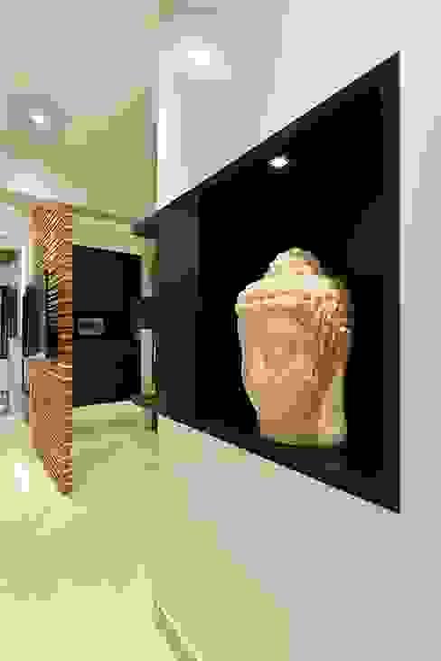 Living room- Wall niche- Residence at DLF Phase IV, Gurugram homify Modern walls & floors Wood White