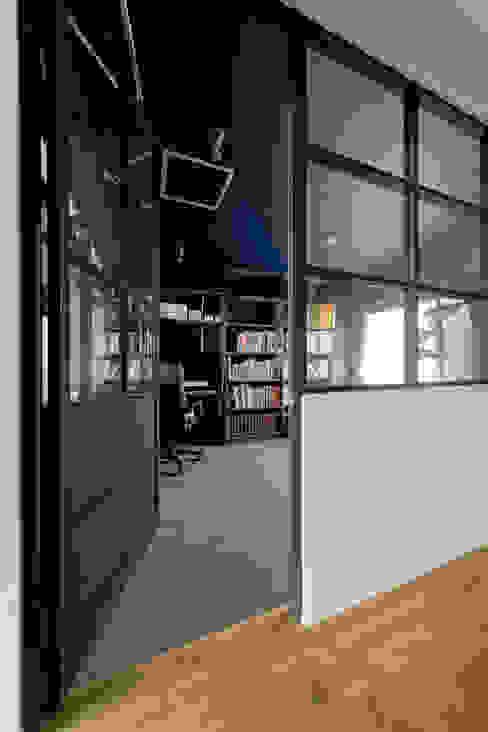 NYブルックリンスタイルリノベーション 東京・横浜 ハコプラスリノベーション インダストリアルデザインの 書斎 木 青色