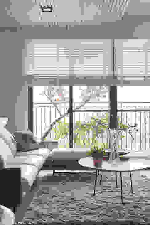 原森 现代客厅設計點子、靈感 & 圖片 根據 思維空間設計 現代風