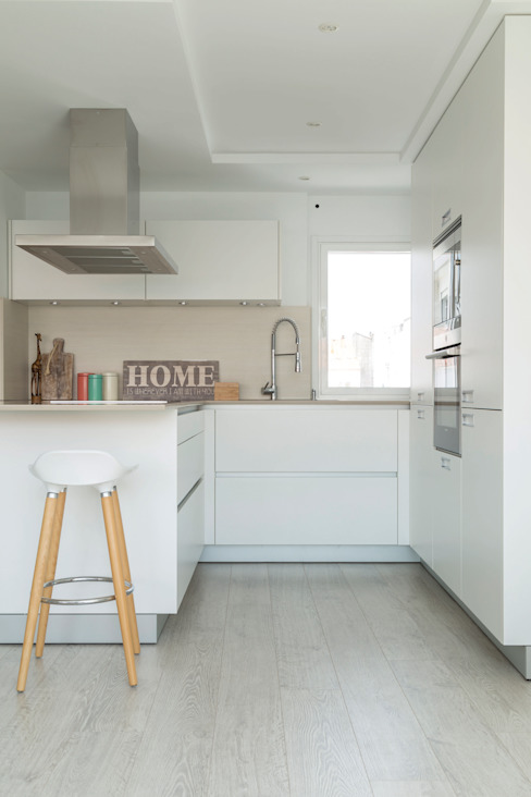 Santiago Interiores - Cocinas Santos Cucina attrezzata Bianco