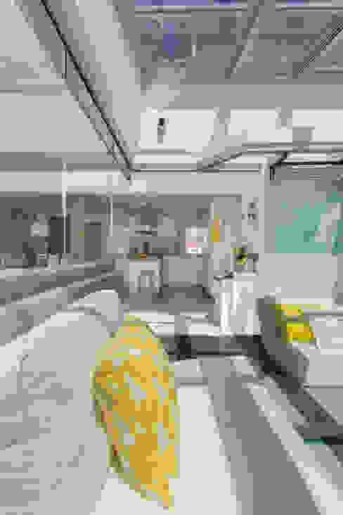 Santiago Interiores - Cocinas Santos Balcone, Veranda & Terrazza in stile moderno Bianco