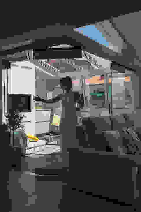 Santiago Interiores - Cocinas Santos Giardino d'inverno moderno Bianco
