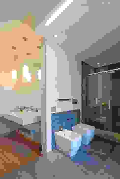 Modern bathroom by silvestri architettura Modern