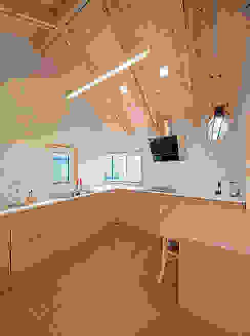 廚房 by 건축사사무소 이인집단