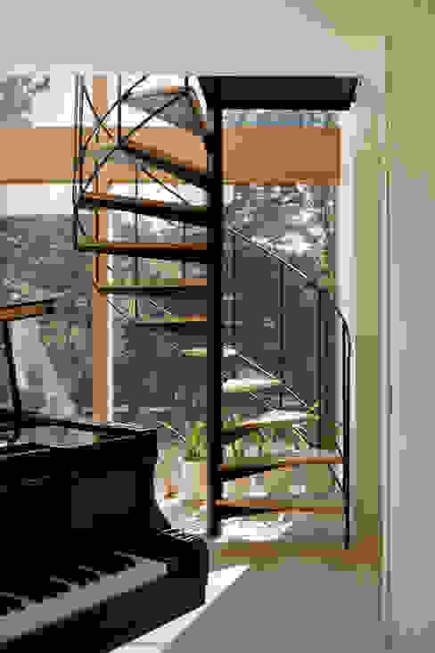 Hành lang, sảnh & cầu thang phong cách Bắc Âu bởi atelier137 ARCHITECTURAL DESIGN OFFICE Bắc Âu