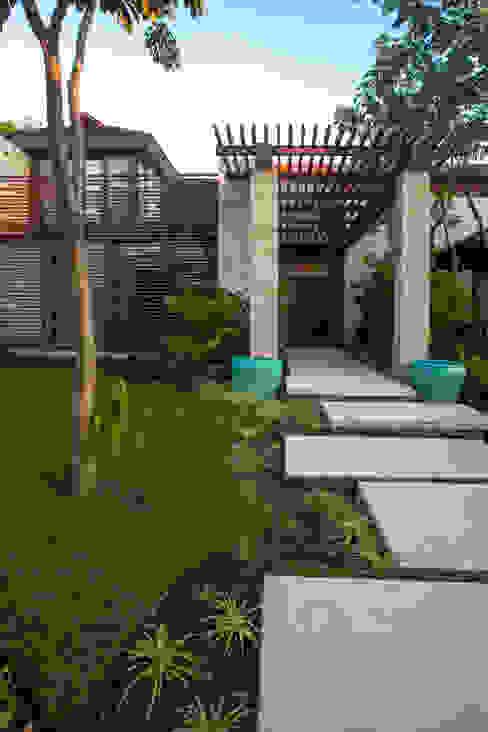 Casas de estilo tropical de Ancona + Ancona Arquitectos Tropical