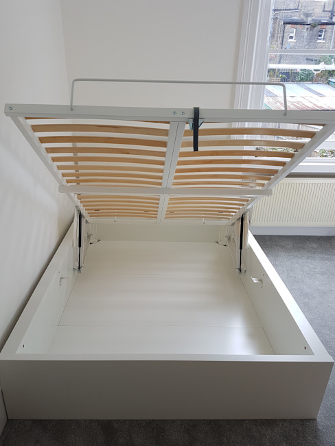 IKEA Ottoman bed by Flat Pack Assembly de Flat Pack Assembly Moderno