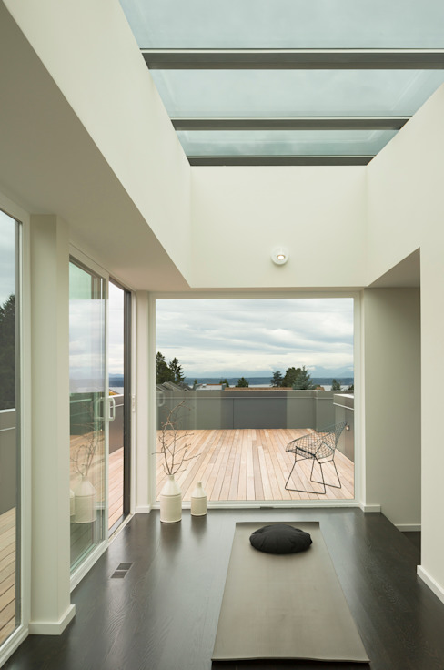 Magnolia House Modern Corridor, Hallway and Staircase by Rerucha Studio Modern