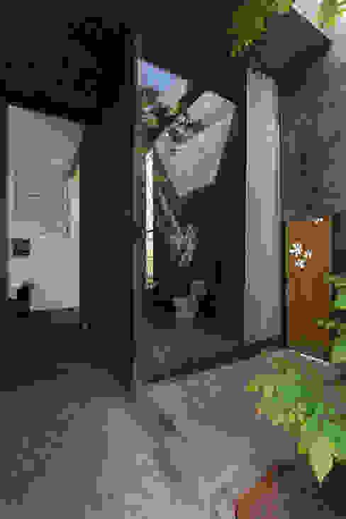homify Phòng tắm phong cách tối giản