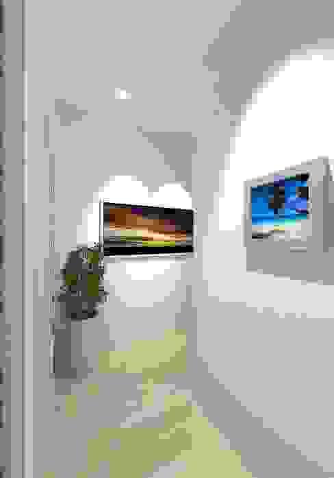 Prashant Residence Modern Corridor, Hallway and Staircase by Gurooji Designs Modern