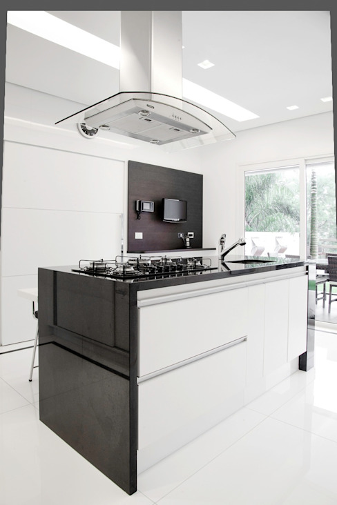 Kitchen by MONICA SPADA DURANTE ARQUITETURA, Modern