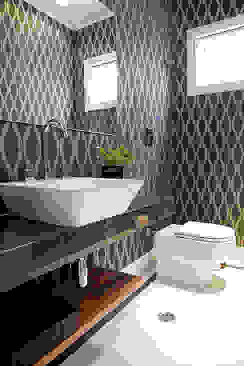 Lavabo térreo: Banheiros  por MONICA SPADA DURANTE ARQUITETURA,Moderno