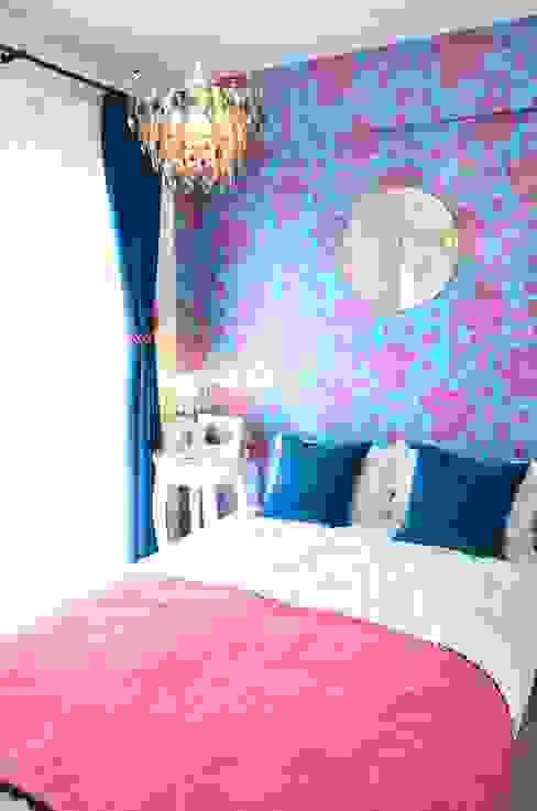 ブルーとピンクでコーディネート interior design Strasse モダンスタイルの寝室