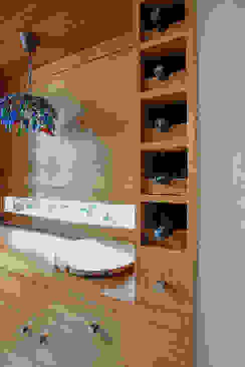 Wine Cellar:  Wine cellar by The Workroom,Modern