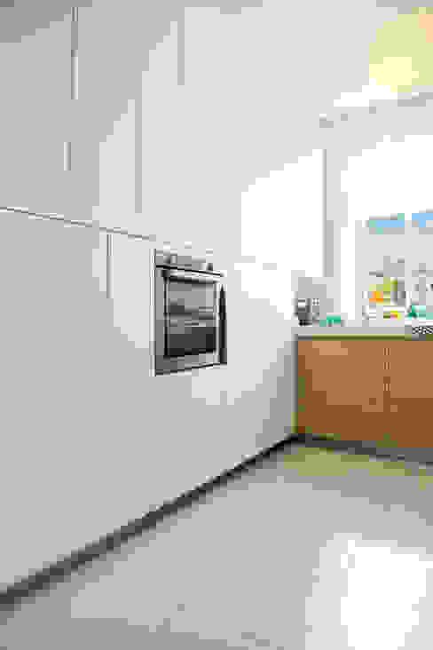 Da ist noch Platz nach oben!: modern  von Schmidt Küchen,Modern