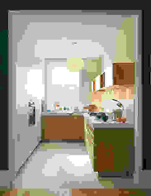 Kleine Küche ganz groß: modern  von Schmidt Küchen,Modern
