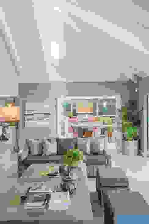 Salon de style  par JSD Interiors, Éclectique Bois Effet bois