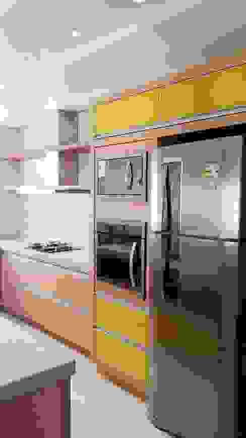 CASA MD - FLORIANÓPOLIS SC: Cozinhas  por Arching - Arquitetos Associados,