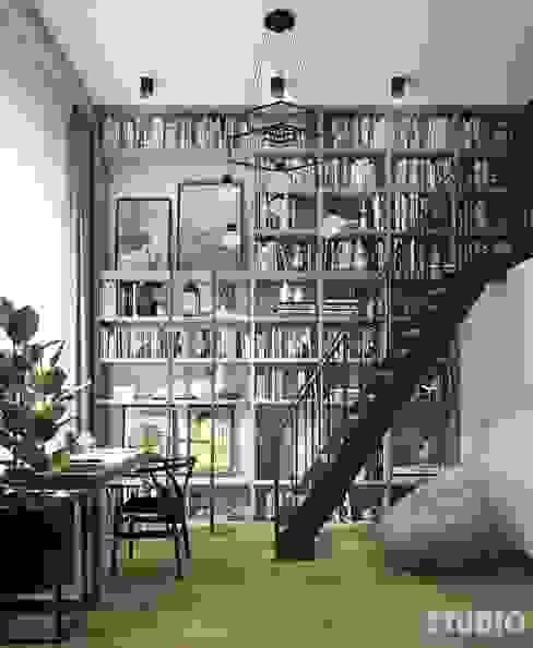 szara biblioteka z antresolą-czarne akcenty Eklektyczne domowe biuro i gabinet od MIKOŁAJSKAstudio Eklektyczny
