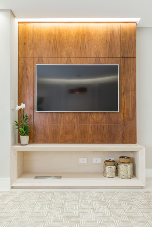 Fernanda Miranda Arquitetura Modern living room Wood Beige