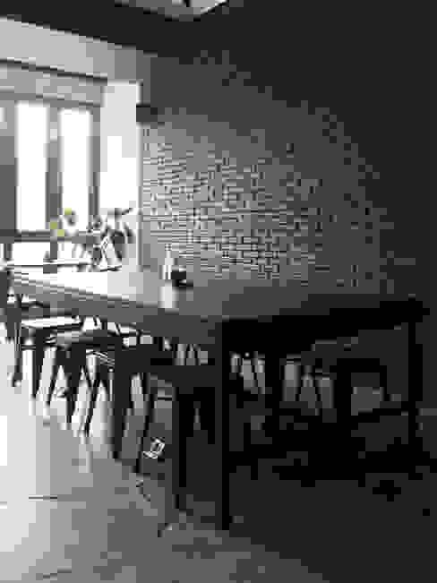 โดย Spasi Architects อินดัสเตรียล อิฐหรือดินเผา