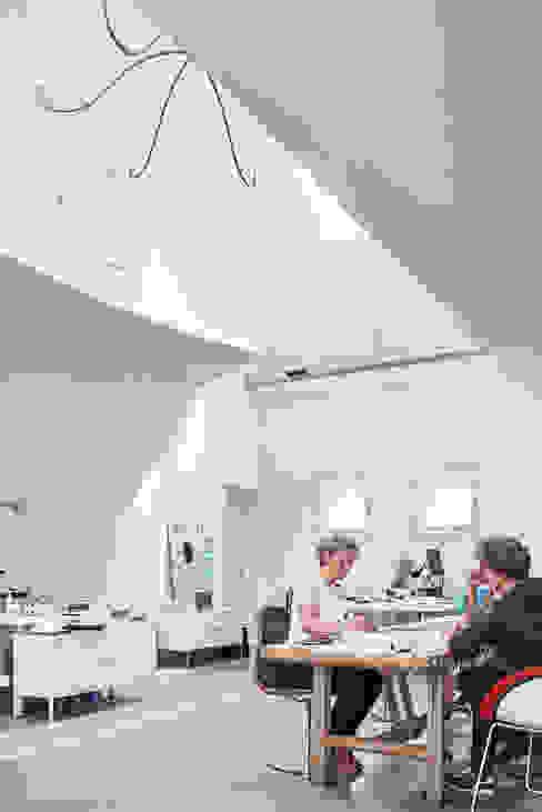 Bureau de style  par MINT Architecten, Moderne