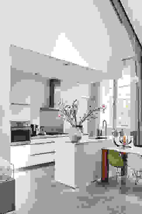 Cuisine intégrée de style  par MINT Architecten, Moderne