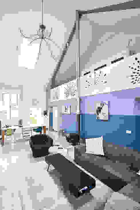 Salon de style  par MINT Architecten, Moderne