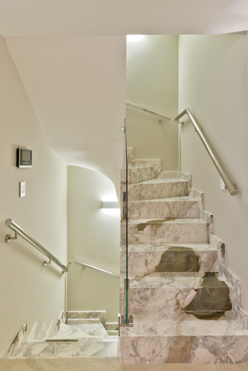 Pasillos y recibidores de estilo  por Ana Crivellaro, Moderno Mármol