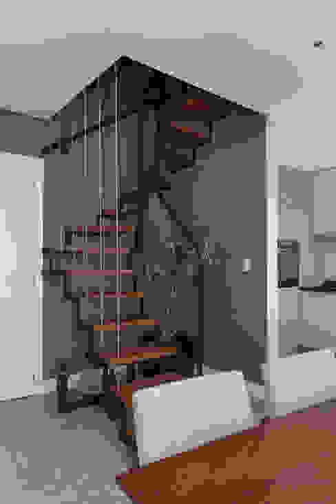Escada | Guarda Corpo de Aço por Rabisco Arquitetura Moderno