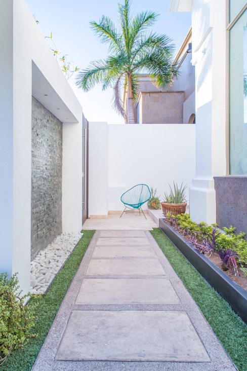 minimalist style balcony, porch & terrace by S2 Arquitectos Minimalist