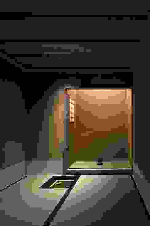 Modern media room by 吉川弥志設計工房 Modern