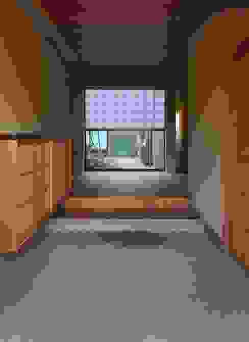 安城の家 モダンスタイルの 玄関&廊下&階段 の 吉川弥志設計工房 モダン