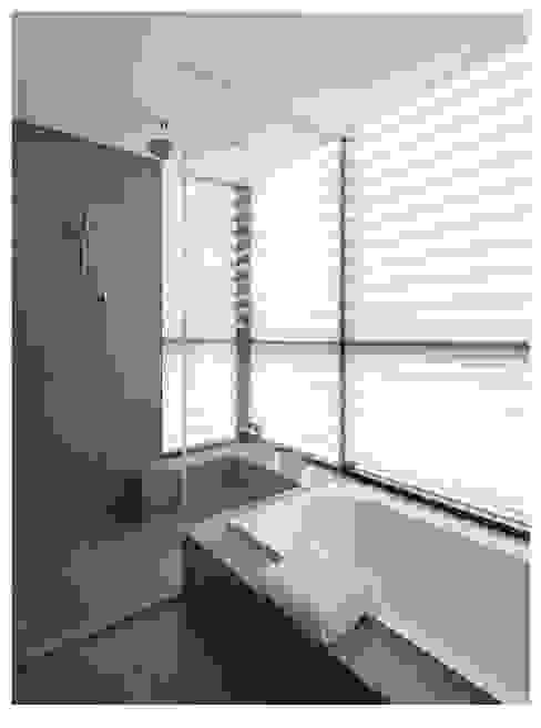 名人雅仕(住宅設計案 2013) 現代浴室設計點子、靈感&圖片 根據 北歐制作室內設計 現代風