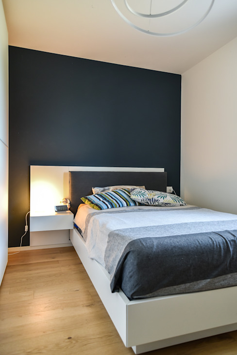 """Casa """"Cieloterra"""" Claude Petarlin Camera da letto moderna Legno Blu"""