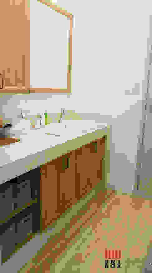 現代浴室設計點子、靈感&圖片 根據 (주)감동C&D 유니박스 現代風